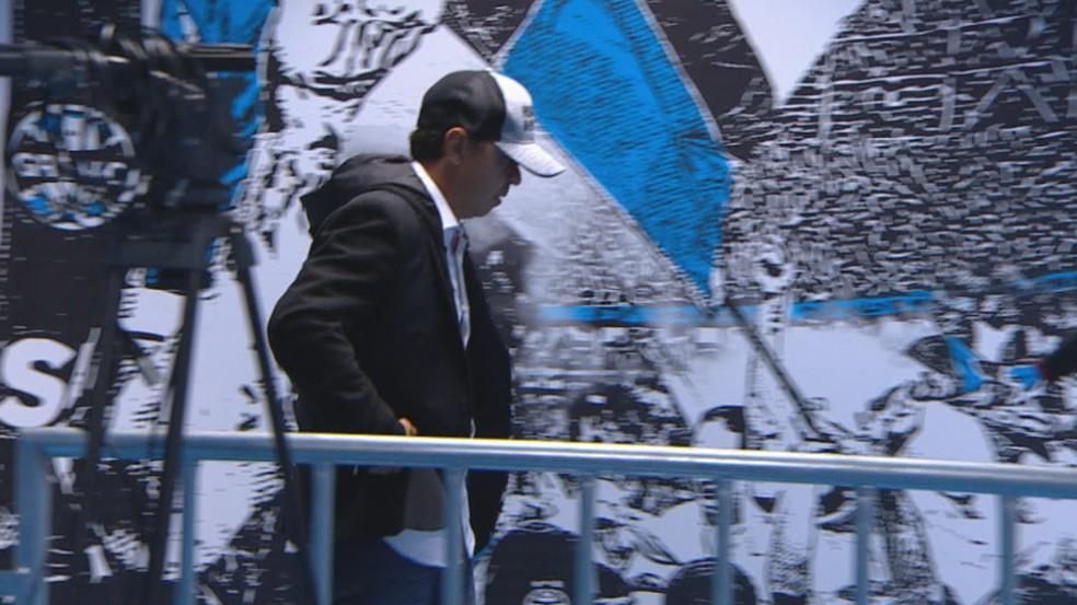 Marcelo Gallardo foi ao vestiário do River Plate mesmo punido contra o Grêmio — Foto: Reprodução / SporTV