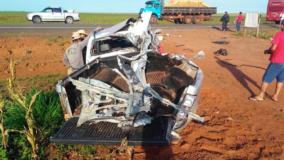 Ex-prefeito bateu caminhonete em ônibus ao tentar desviar de caminhão parado em rodovia de Mato Grosso — Foto: Arquivo pessoal