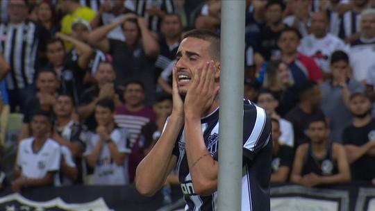 Análise: cadê os atacantes? Botafogo finaliza só duas vezes, e defesa impede noite desastrosa