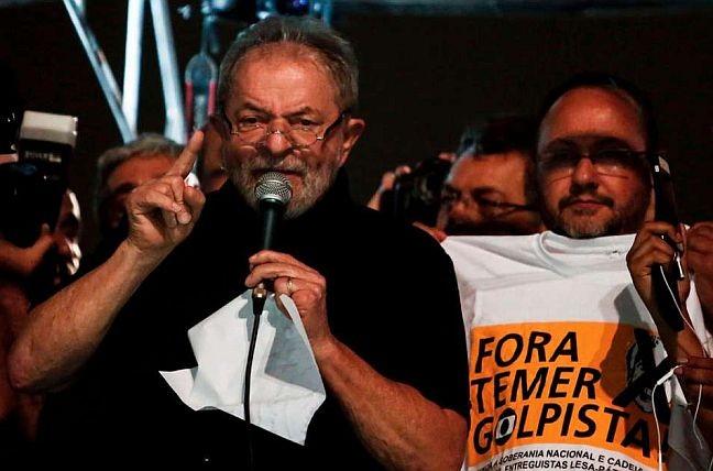Lula discursando na av. Paulista, quarta-feira, 15/03/2017 (Foto: Miguel Schincariol / AFP)