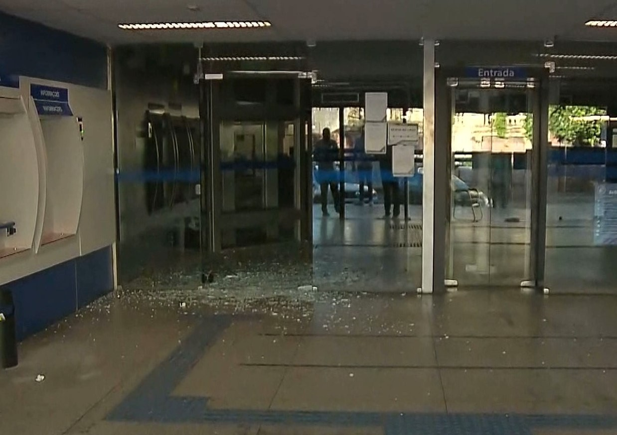 Agência bancária é violada e suspeitos fogem com monitor, em João Pessoa