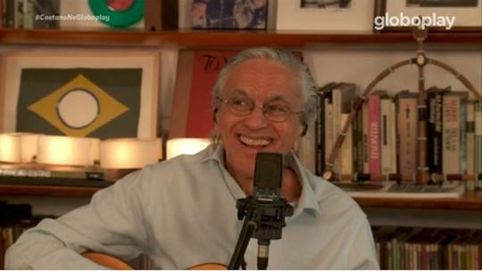 Caetano Veloso canta com os filhos em live de aniversário e é celebrado nas redes sociais