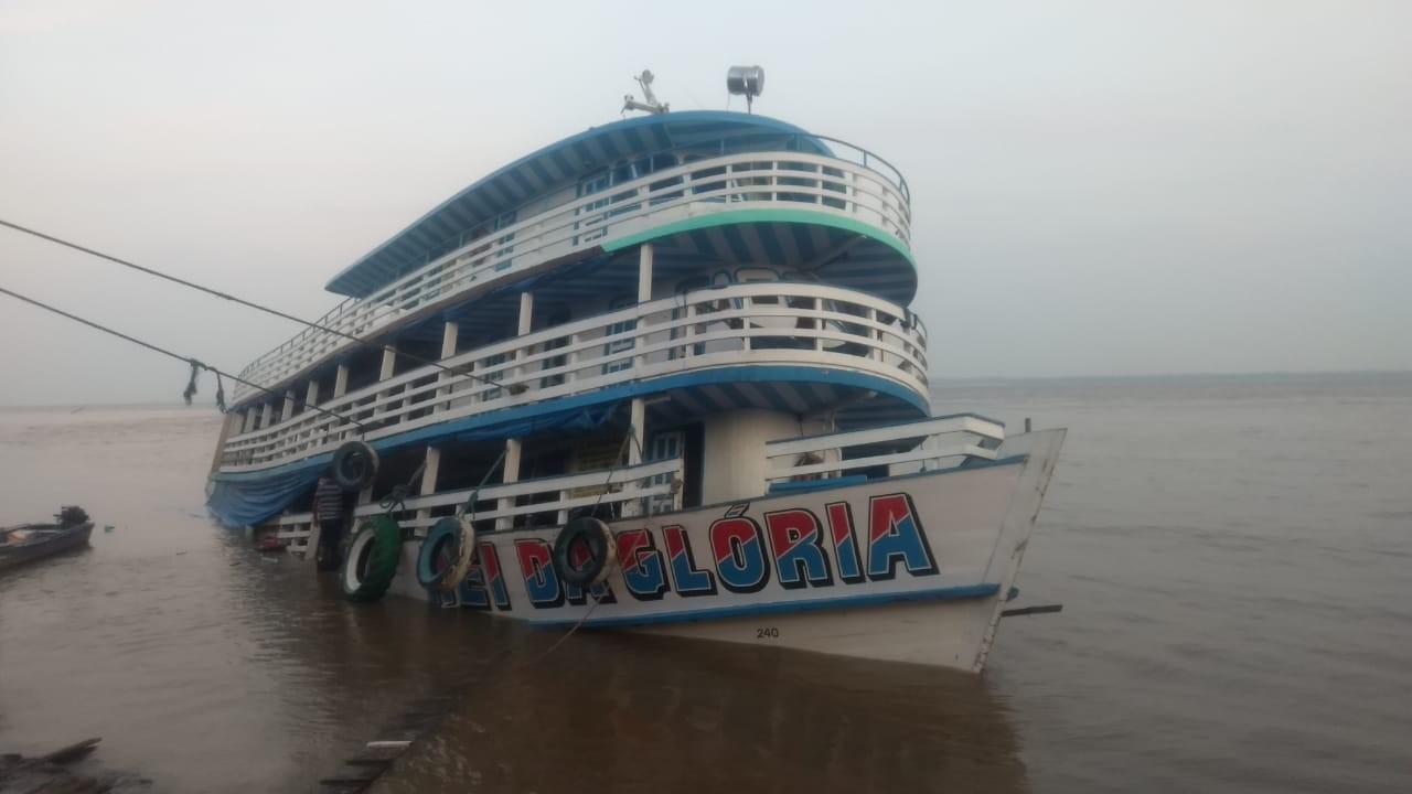 Barco com 130 passageiros sofre acidente no Rio Amazonas, diz Polícia Militar - Radio Evangelho Gospel