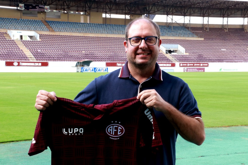 ... Vinícius Munhoz é o novo treinador da Ferroviária — Foto  Beto  Boschiero Divulgação  60353d5a6ddd2