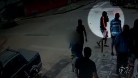 Vídeo mostra ação de homem que atirou, matou um e deixou três feridos em distribuidora de bebidas em Anápolis