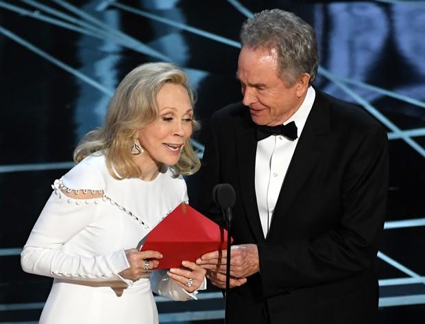 Faye Dunaway e Warren Beatty no Oscar 2017 (Foto: Getty Images)