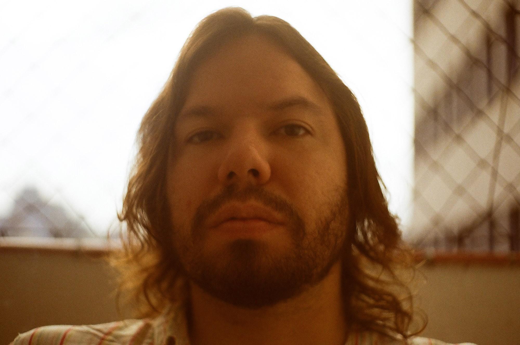 Teago Oliveira, voz da banda Maglore, ecoa influências da MPB dos anos 1970 no primeiro álbum solo - Notícias - Plantão Diário