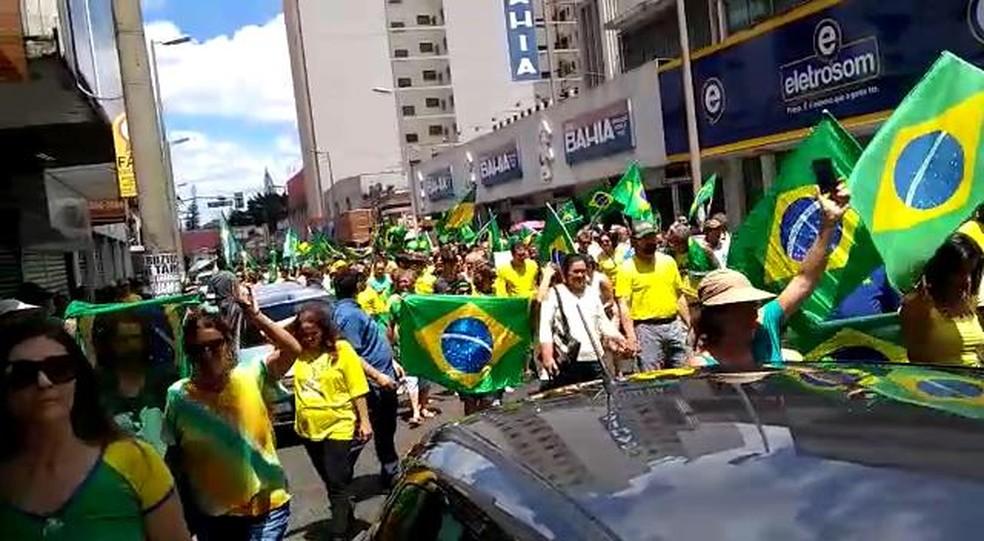 Protesto pró-Bolsonaro na manhã deste domingo, em Uberlândia — Foto: Redes sociais