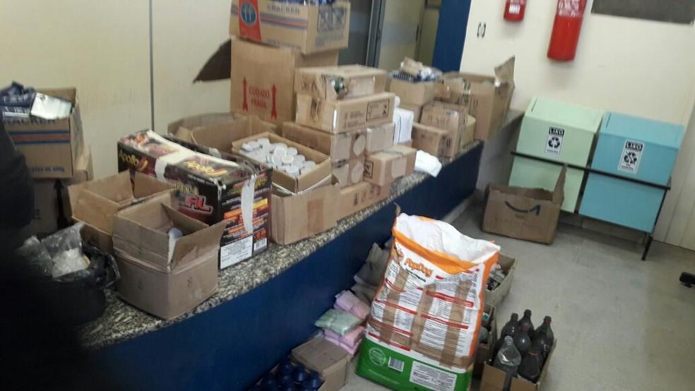 Armas de fogo e várias caixas com munições de vários tipos foram apreendidos na Operação Salamandra de Fogo, em São Francisco do Oeste, RN (Foto: Divulgação/ Polícia Civil)
