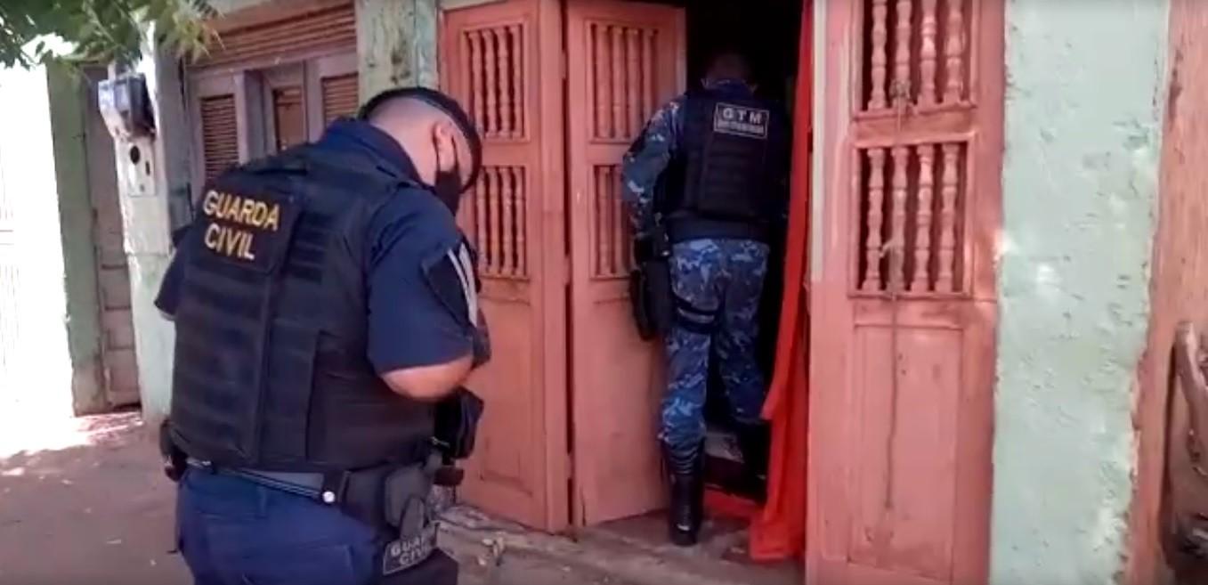 Mulher é encontrada em cárcere privado quando guardas municipais atendiam ocorrência de furto, no Ceará