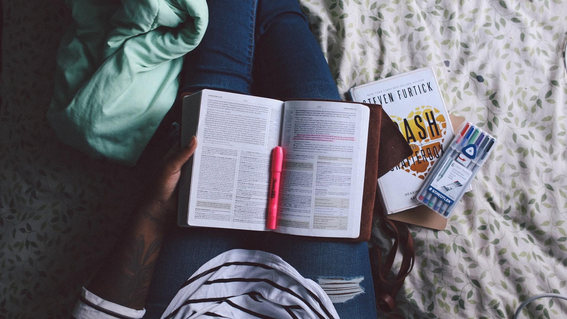 Métodos e estratégias para estudar em casa de forma mais eficiente (Foto: Jazmin Quaynor/Unsplash)