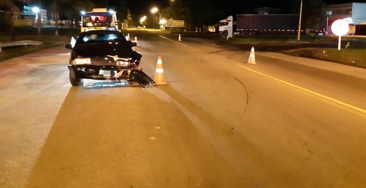 Motorista abandona carro após se envolver em acidente na Lúcio Meira, em Volta Redonda
