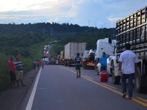 Avidente causou congestionamento de 10 quilômetros nois dois sentidos da pista (Foto: Aline Lopes/G1)