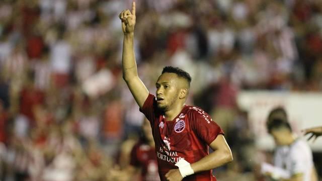 Jhonnatan fez o gol da tranquilidade