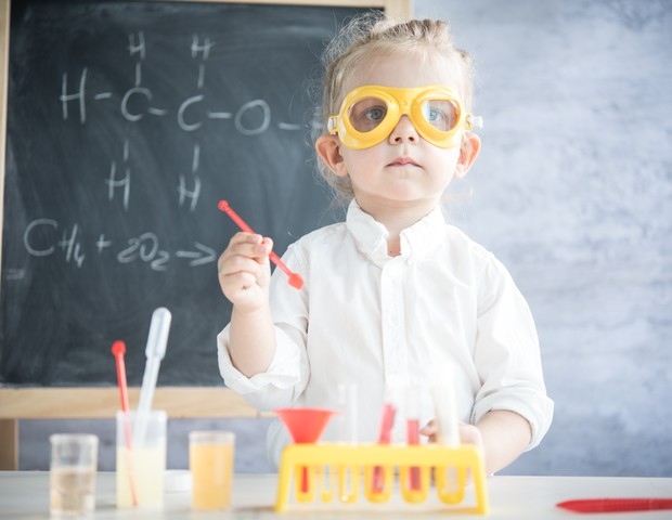 Pequenos cientistas: bebês aprendem com cada experiência (Foto: Thinkstock)