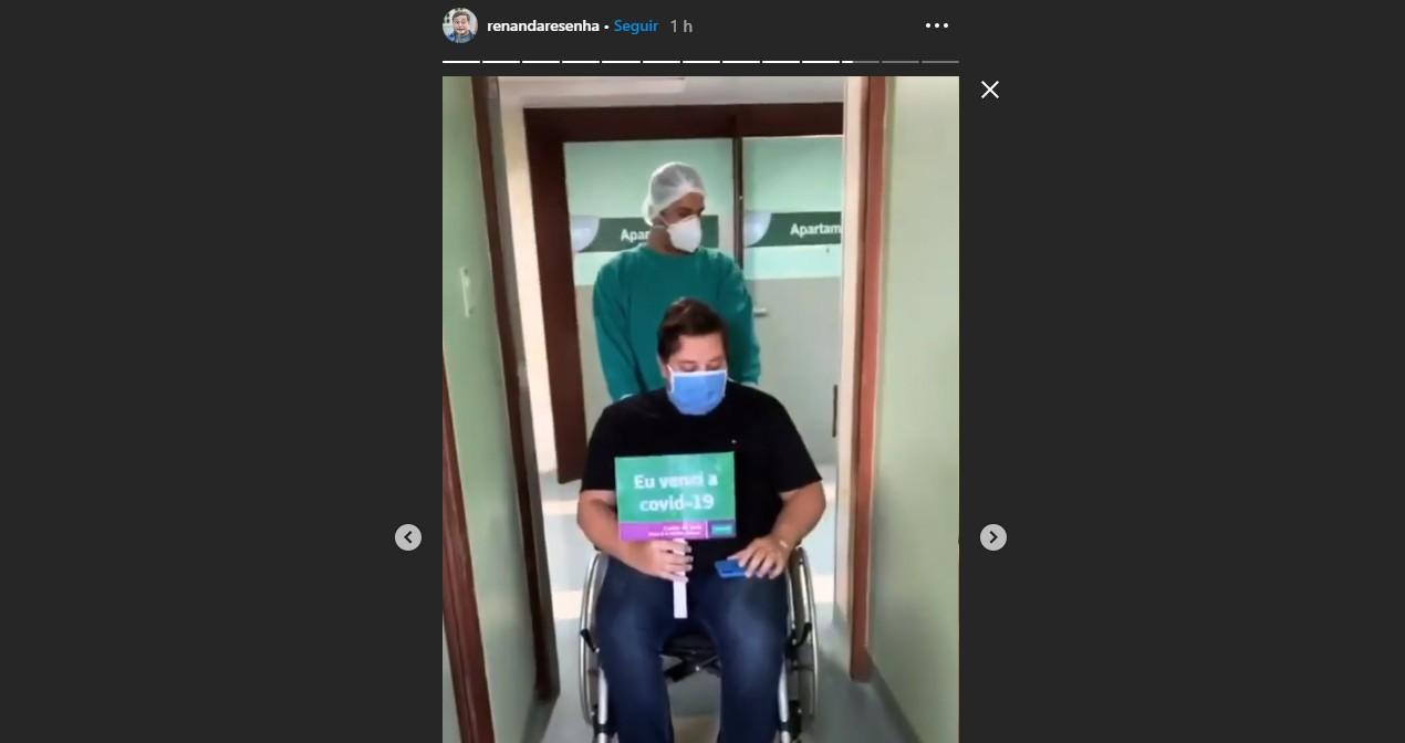 Humorista paraibano Renan da Resenha deixa hospital após se recuperar da Covid-19