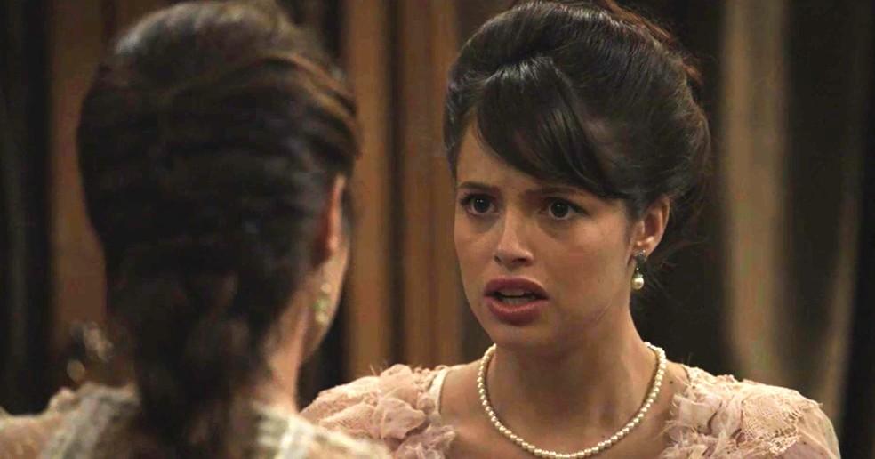 Ema não acredita no que acaba de ouvir  (Foto: TV Globo)