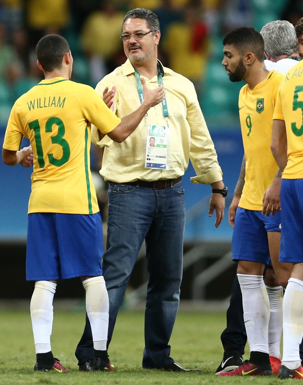 Micale comandou Gabigol com a seleção olímpica em 2016 â?? Foto: Lucas Figueiredo / MoWA Press