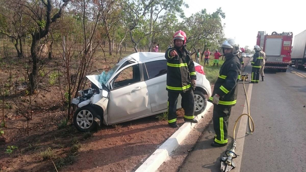 Motorista tenta fazer ultrapassagem e morre após bater em caminhão em MT