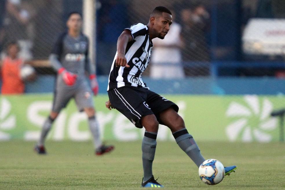 Helerson passou um período emprestado ao Estoril Praia, de Portugal — Foto: Vitor Silva/Botafogo