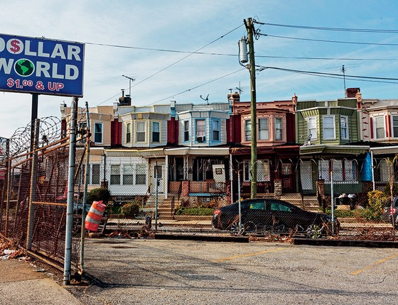 DINHEIRO, NÃO Rua de Nicetown, no norte de Filadélfia. Bancos deixaram de cumprir lei que obriga a emprestar para moradores de bairros pobres (Foto: Sarah Blesener Para Reveal From The Center For Investigative Reporting)