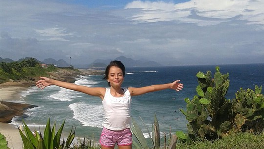 Iris Pereira conhece praias do Rio por causa do 'The Voice Kids': 'As ondas são lindas!'
