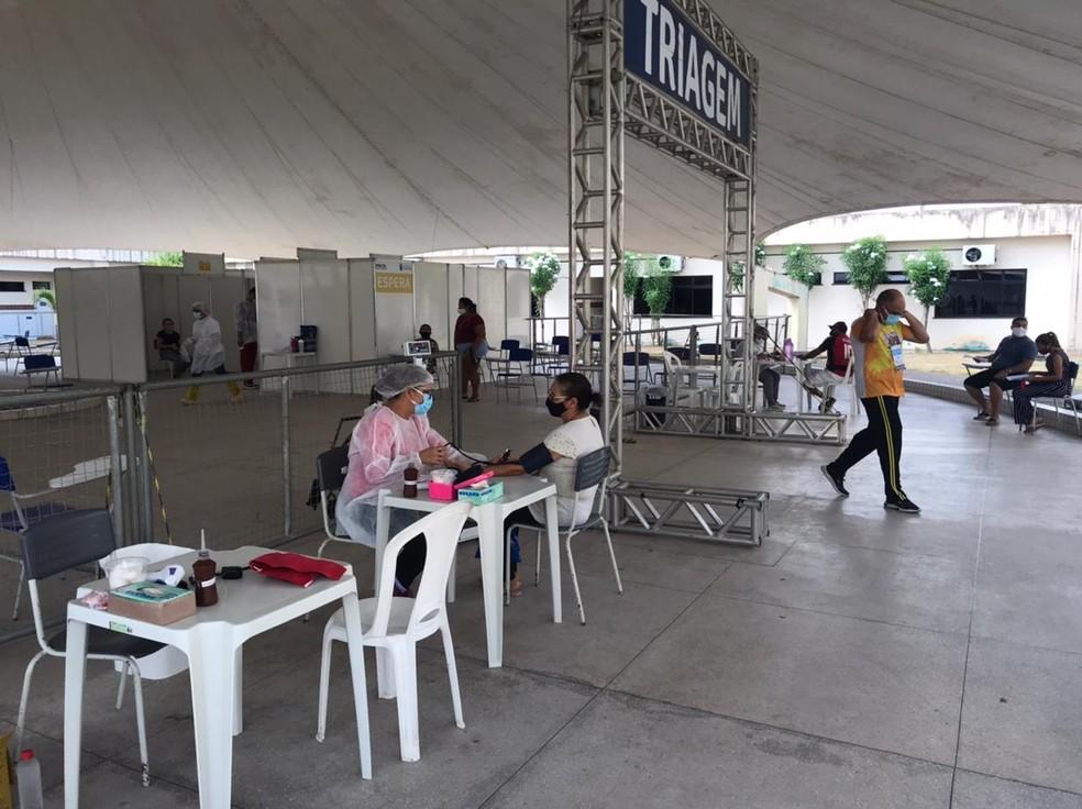 Atendimento de pacientes com sintomas de Covid-19 em Natal. — Foto: Kleber Teixeira/Inter TV Cabugi