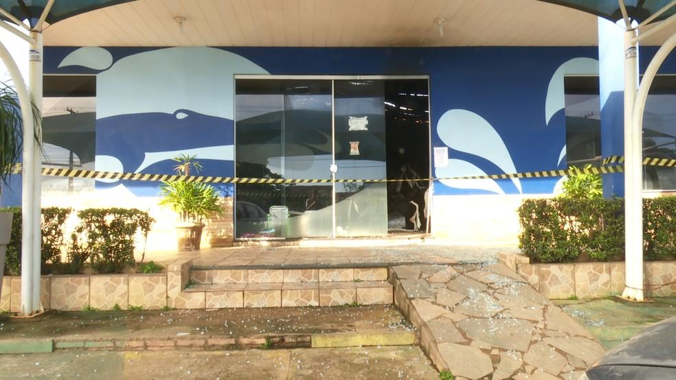 Incêndio na loja revendedora de piscinas iniciou no depósito de produtos químicos.  — Foto: Rede Amazônica/Reprodução