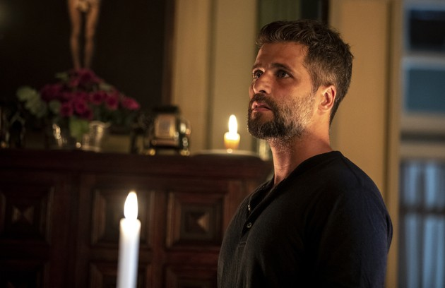 Preocupado, Gabriel (Bruno Gagliasso) se afastará de Luz (Marina Ruy Barbosa) e se mudará para o casarão de Egídio (Antonio Calloni) (Foto: TV Globo)