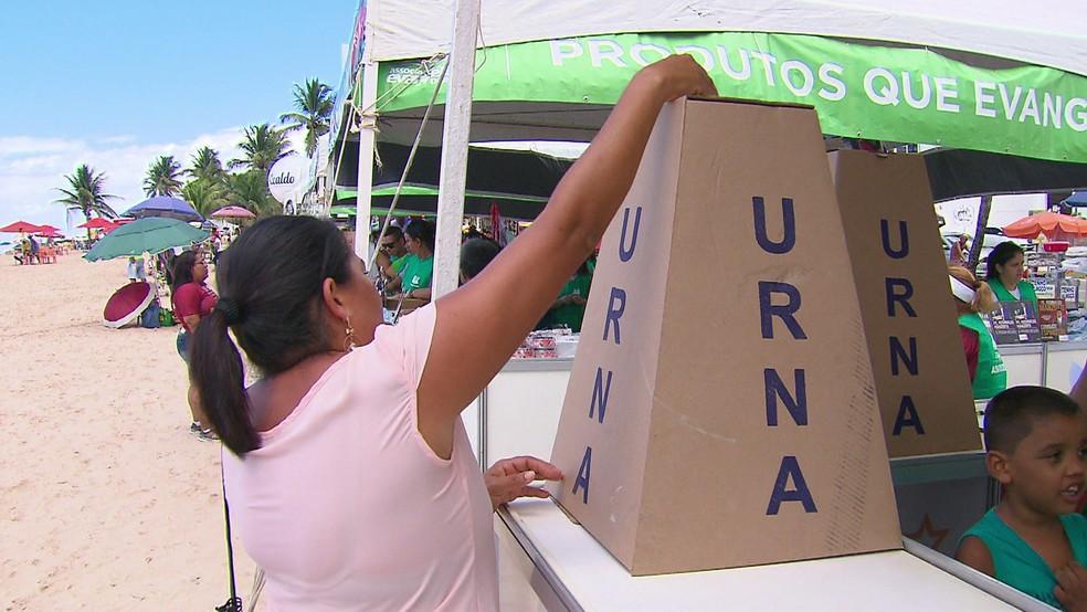 Urna do 'Evangelizar é Preciso' recebe pedidos de oração no Recife — Foto: Reprodução/TV Globo