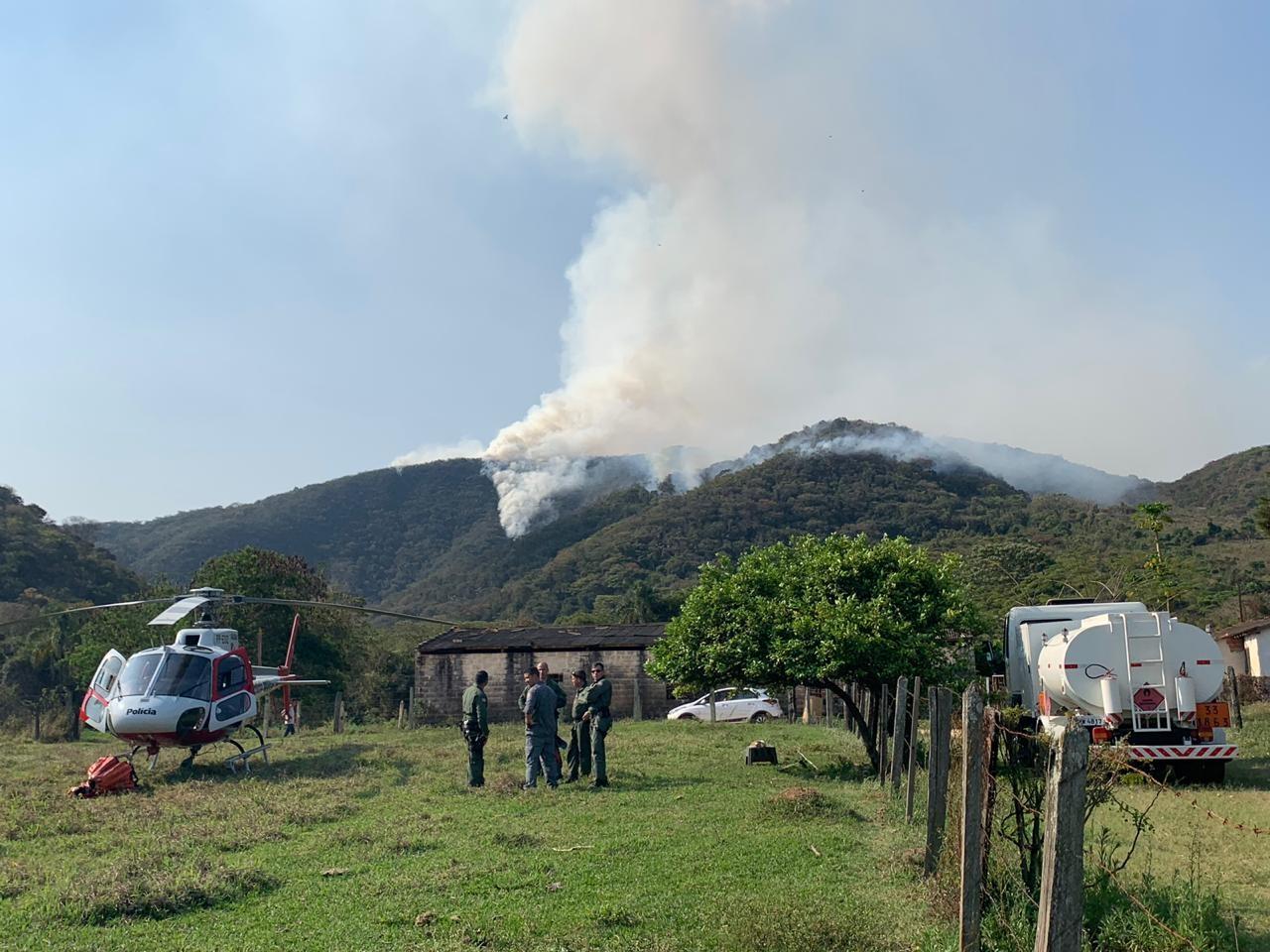 Incêndio em área de proteção ambiental de Amparo dura três dias; Defesa Civil suspeita de ato criminoso - Notícias - Plantão Diário