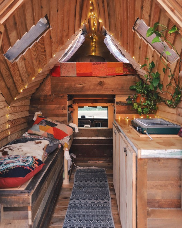 Tiny house de 2 m² é construída sobre caminhonete de 1979 (Foto: @jacobwitzling)
