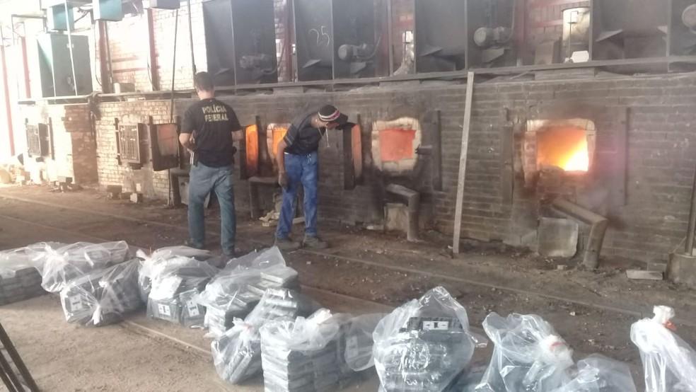 Incineração de meia tonelada de cocaína pela PF em uma madeireira de Santarém, no Pará — Foto: Sandro Vaughan/Tv Tapajós