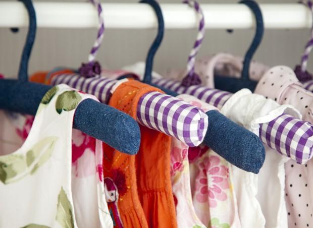 cabides; roupas (Foto: Thinkstock)