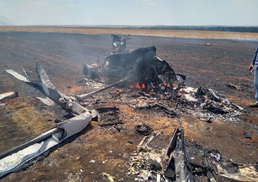 Helicóptero explodiu após cair em fazenda em MT — Foto: Polícia Militar