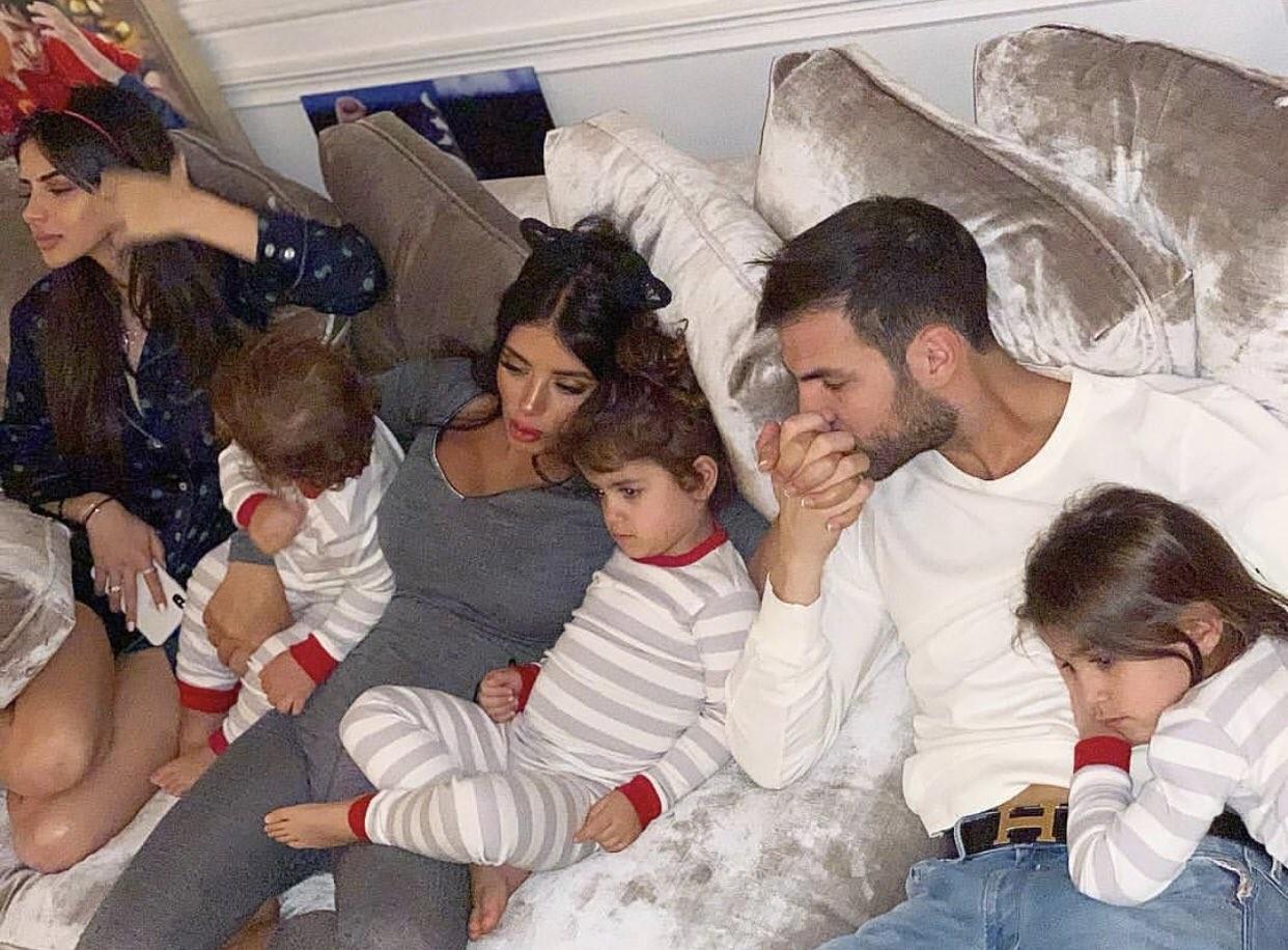Cesc Fàbregas e família  (Foto: Reprodução / Twitter)