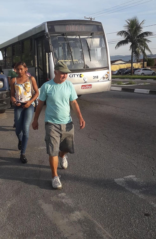 Ônibus do transporte público de Guarujá, SP, quebra durante trajeto nesta segunda-feira (11) — Foto: Jessica Ferraz/Arquivo Pessoal