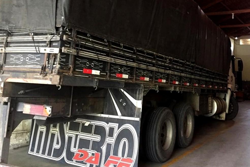 Mercadoria estava sendo transportada em um caminhão e foi apreendida porque a nota fiscal apresentada era inidônea — Foto: Divulgação/Receita Estadual