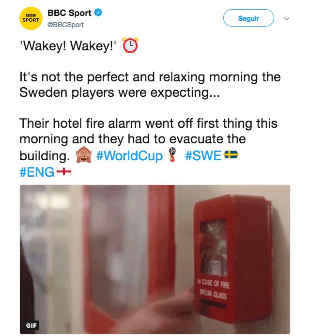 Um tuíte do canal de TV inglês BBC fazendo piada ao noticiar o alarme disparado no hotel da seleção da Suécia (Foto: Twitter)