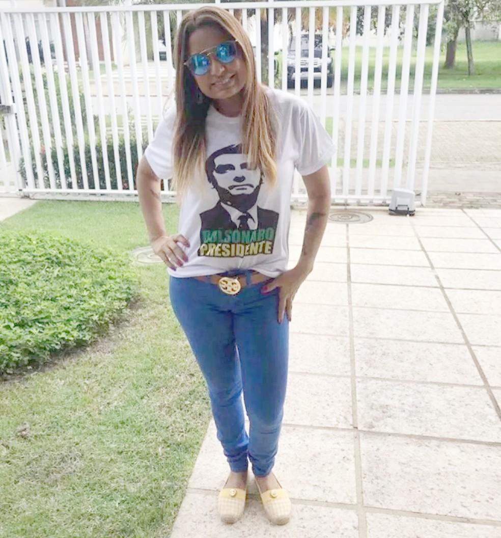 Promotora Carmen Eliza com camisa de Bolsonaro — Foto: Reprodução/Redes sociais