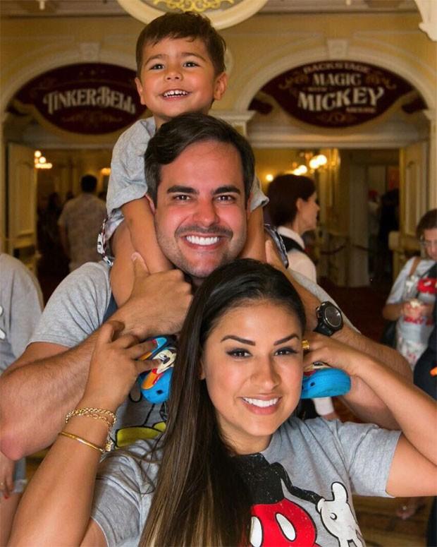 Simone com o marido e filho (Foto: Reprodução)