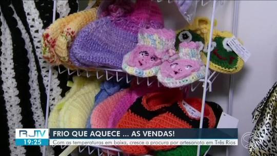 Artesãs de Três Rios comemoram o aumento nas vendas com o frio