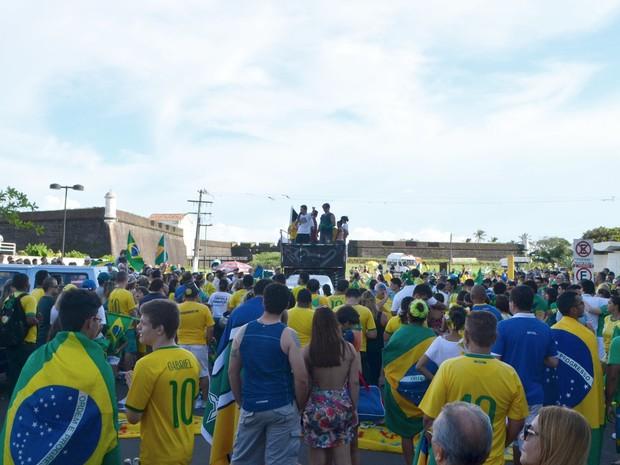 Manifestantes protestara contra o governo Dilma em Macapá (Foto: Abinoan Santiago/G1)