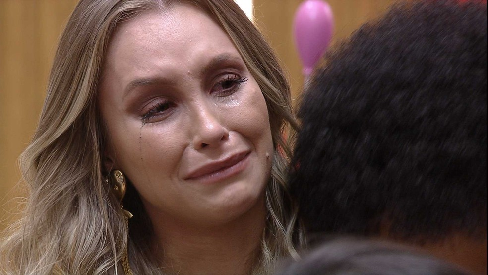 Carla Diaz desabafa com brothers após ser emparedada no Paredão Falso BBB21 — Foto: Globo