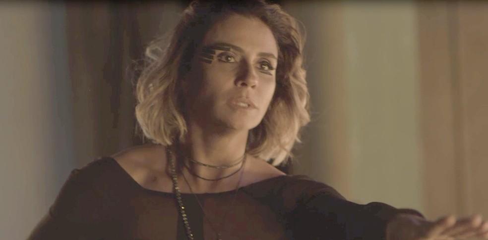 Luzia se desespera com a ameaça de Remy de revelar que ela e DJ Ariella são a mesma pessoa (Foto: TV Globo)