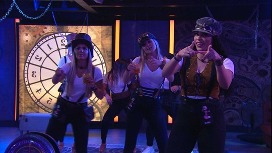 Paula, Elana e Hariany dançam ao som de 'O Jogo do Amor'