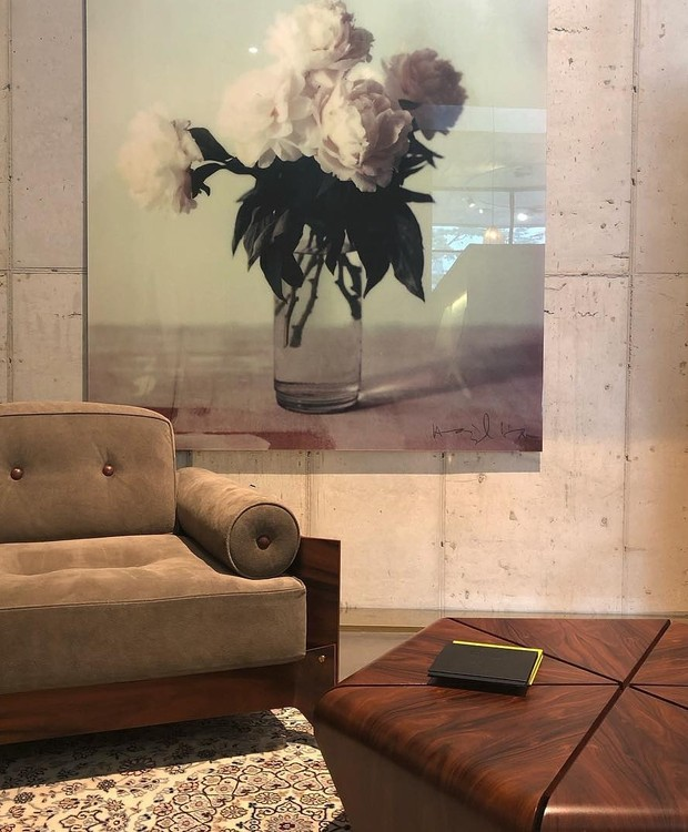 Mesa de centro Pétalas e poltrona Brasilianna, de Jorge Zalszupin (Foto: Divulgação)