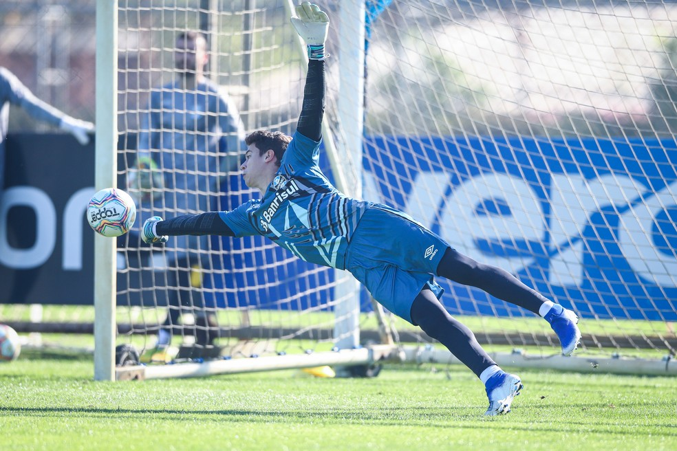 Brenno em treino pelo Grêmio — Foto: Lucas Uebel/DVG/Grêmio
