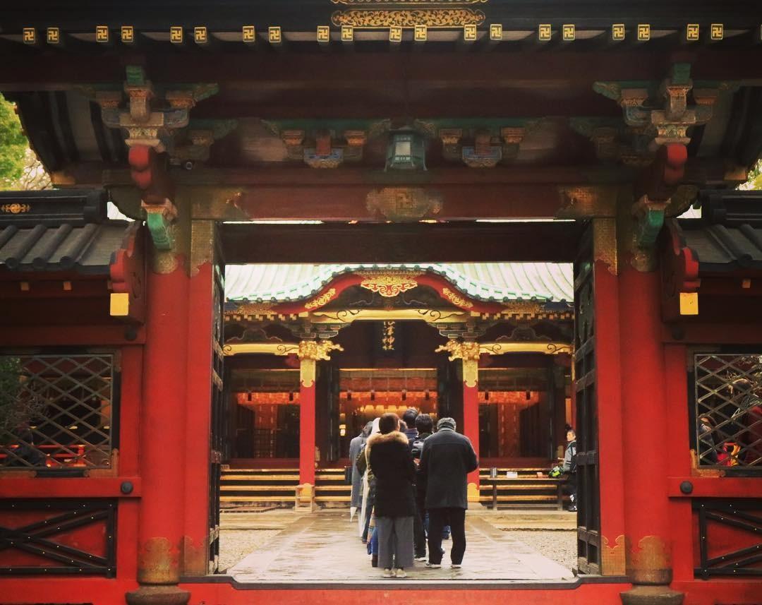Fila no templo no Japão (Foto: Reprodução / Instagram / @hidekikishida)