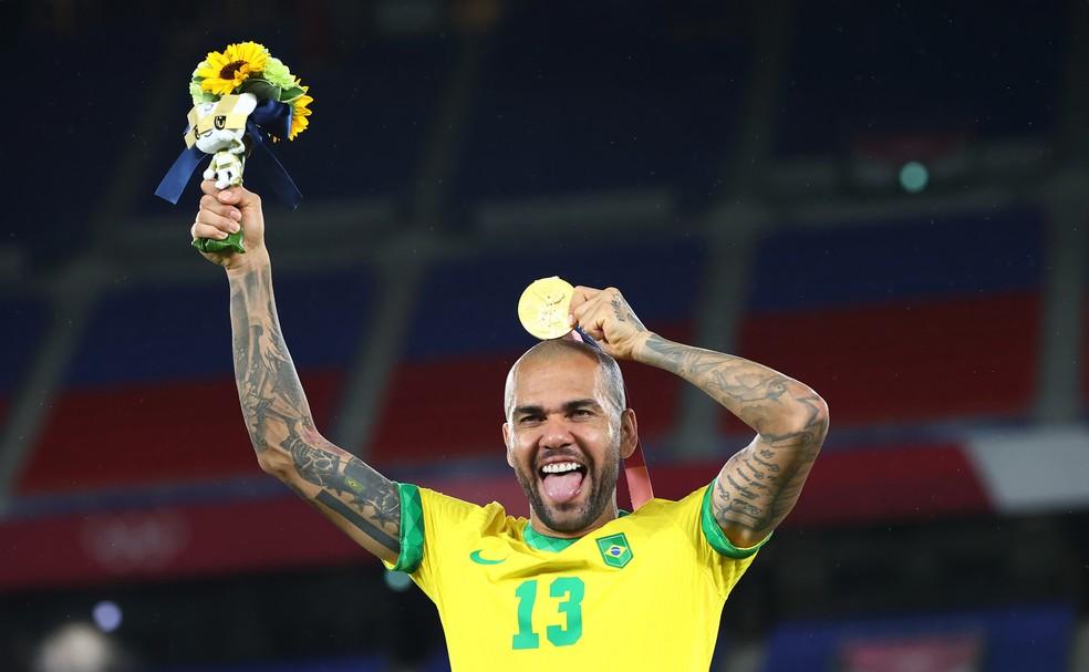 Acumulador de títulos, Daniel Alves rescindiu recentemente com o São Paulo — Foto: REUTERS/Thomas Peter